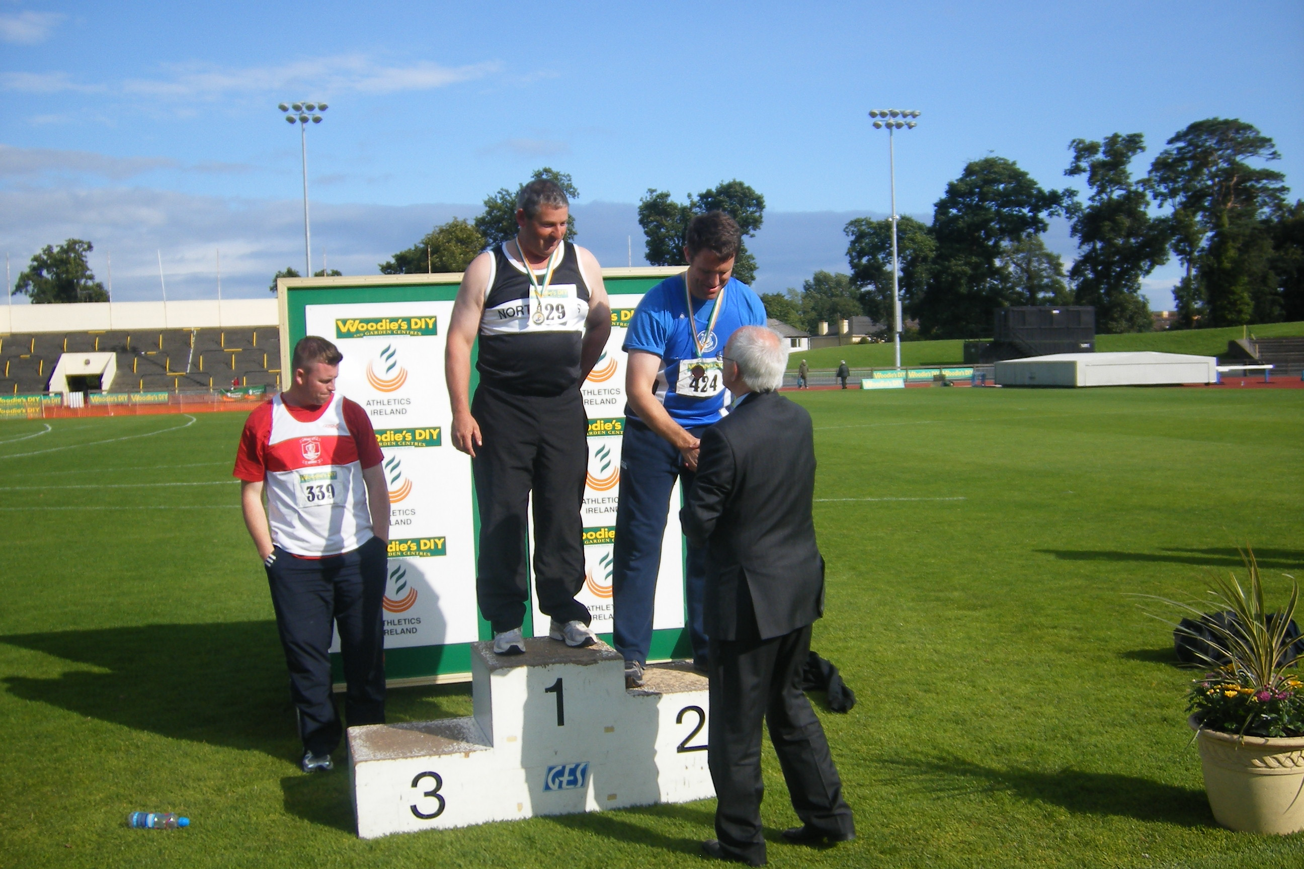 barry-delany-presented-with-silver-medal-in-wt4ht-by-president-of-aai-liam-hennessey-01-08-09